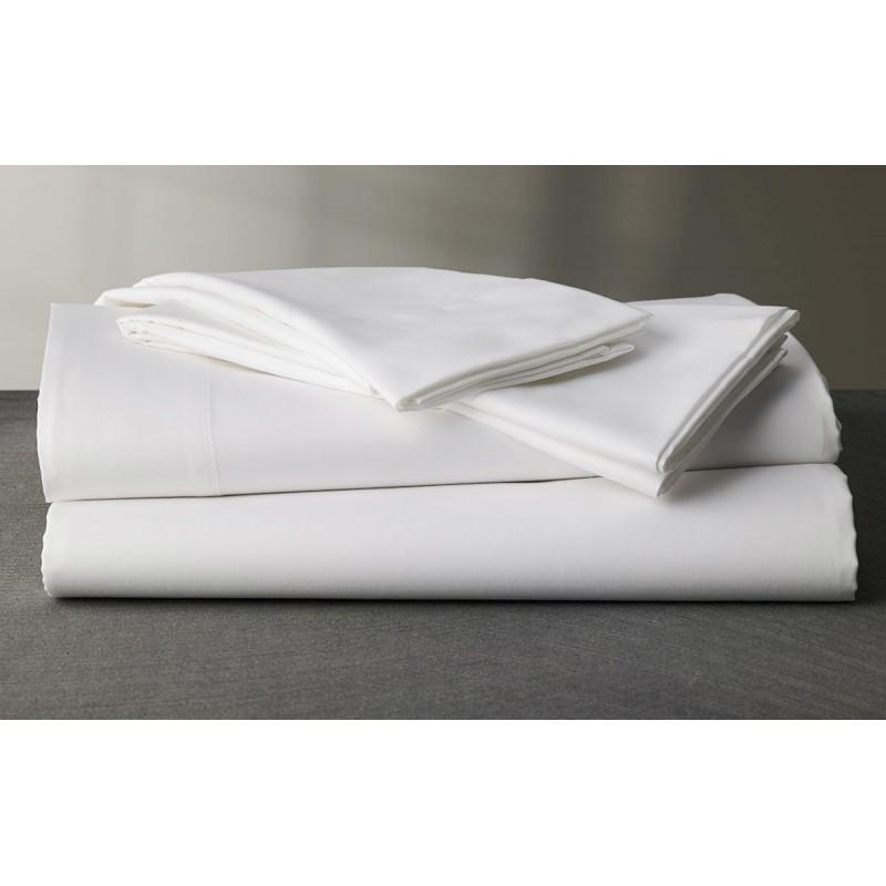 Las fundas de almohada a menudo se hacen de una tela que se sienta cómoda al contacto con la piel, como algodón suave, raso, franela o una tela de jersey. Elige la tela que vaya con el color de tu habitación, en especial la ropa de cama.